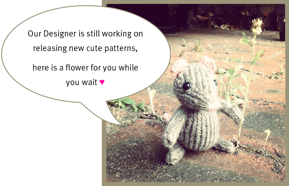 Knitted Mouse holding a flower, how to knit
